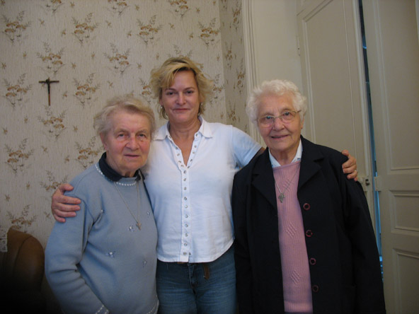 4/5 - Bonne Mère and Soeur Jeanne with Lilly at the nuns' retirement home of Roche-sur-Yon