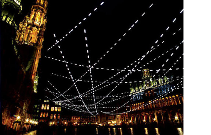 4/6 - Dotted lines above the Brussels Grand Place come from the four cardinal points, 2008